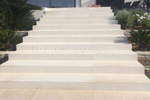 Escaliers en pierre calcaire Moleanos